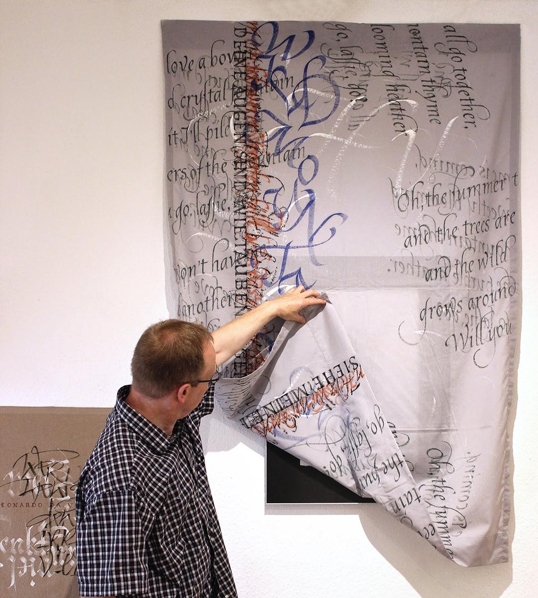 kalligrafierter textiler Wandbehang