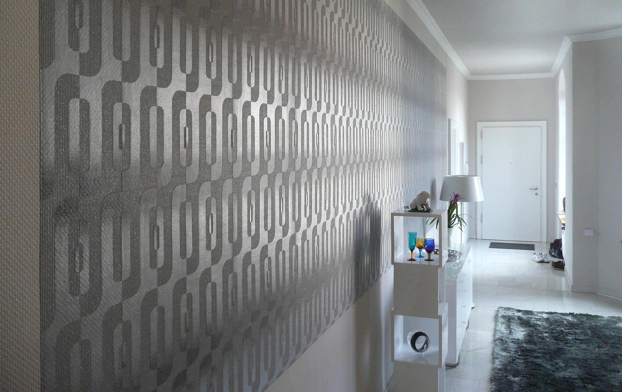 Wandgestaltung mit Tapete in einem Flur