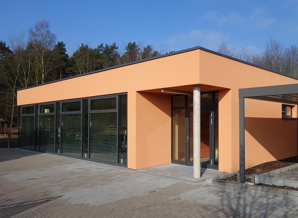 Eingang Schwimmbad Seniorenheim Friedensau