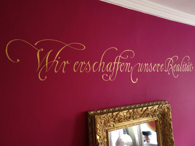 Gold Kalligrafie Rot Wand