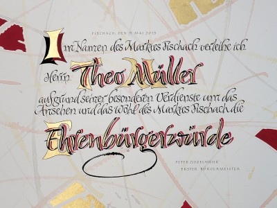 Kalligrafie Ehrenbuergerurkunde in Rot, Schwarz und gold