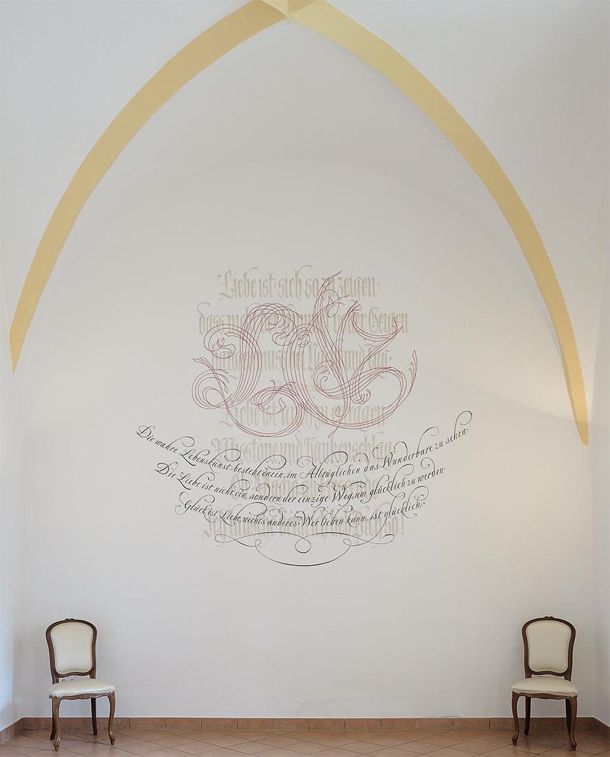 Schildwand mit Kalligrafie